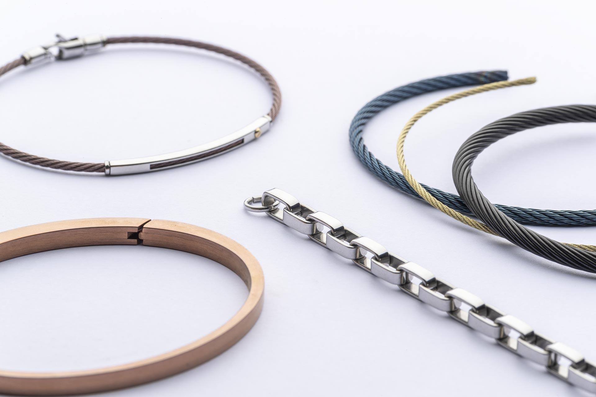braccialetti e gioielli con finitura in PVD