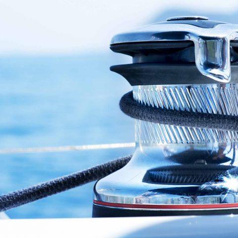 Accessorio per barca trattato con PVD lucido